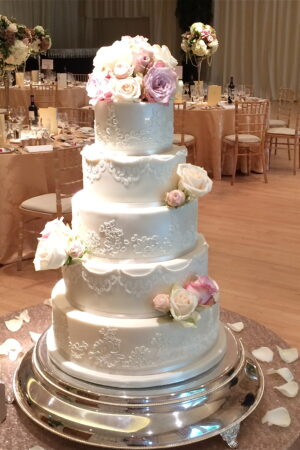 Alencon lace & pearls with fresh roses at The Hurlingham Club