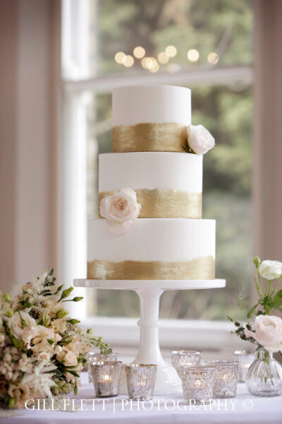 3 Tier brush gold & bouquet - closer portrait 4